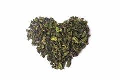 Zielona herbata w formie serca odizolowywającego na białym tle Fotografia Royalty Free
