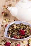 Zielona herbata z owoc, pikantność, różani płatki Obrazy Stock