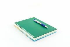 Zielona książka z piórem Zdjęcie Royalty Free