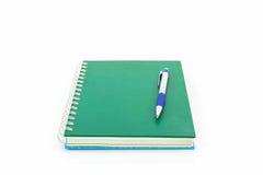 Zielona książka z piórem Fotografia Royalty Free