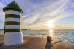 Zielona latarnia morska przy zmierzchem Zdjęcie Royalty Free
