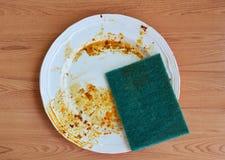 Zielona pętaczki gąbka wyłącznie karmowa plama na białym naczyniu obrazy stock