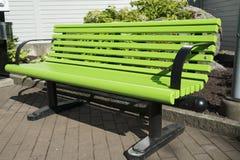Zielona parkowa ławka Obrazy Royalty Free