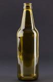 Zielona piwna butelka zdjęcia stock