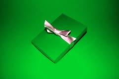 zielona prezent Zdjęcia Royalty Free