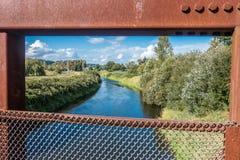 Zielona rzeka Obramiająca Obraz Stock