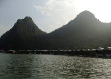 Zielona rzeka Perfumować pagodę w Hanoi, Wietnam, Azja Zdjęcie Stock
