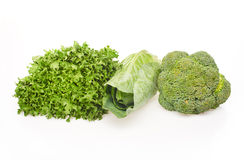 Zielona sałatka, zielona kapusta i zieleni brokuły odizolowywająca na bielu, Obraz Stock