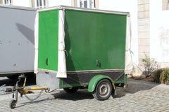 Zielona samochodowa przyczepa Zdjęcia Royalty Free