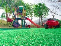 Zielona Sztuczna trawa w dzieciaka boisku fotografia royalty free