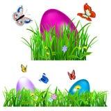 Zielona trawa z Wielkanocnymi jajkami Zdjęcia Stock