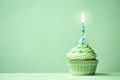 Zielona urodzinowa babeczka Obrazy Stock