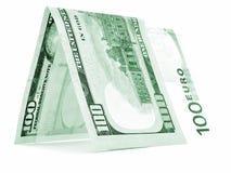Zielona waluta składał w połówce, pieniądze buda, banknotu kąt odizolowywający Obraz Royalty Free