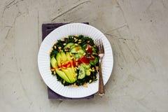 Zielona weganin sałatka fotografia stock