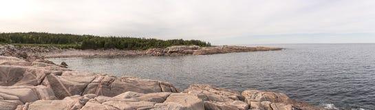 Zielona zatoczka, przylądków Bretońscy średniogórza Sunie Panoramiczną lewą stronę Zdjęcie Stock