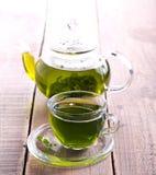 Zielona zielarska herbata w szklanej filiżance Fotografia Royalty Free