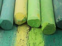 Zielone artystyczne kredki Obrazy Stock