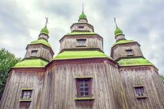 Zielone drewniane kopuły Ortodoksalny kościół Zdjęcia Royalty Free