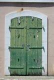 zielone drzwi stary obraz stock