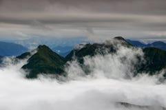 Zielone granie w chmurach, Carnic Alps Friuli Venezia Giulia Włochy Zdjęcie Royalty Free