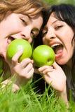 zielone jabłka, piękne kobiety Zdjęcia Royalty Free