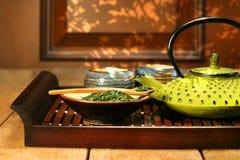 zielone lany teapot żelaza. fotografia stock