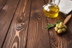 zielone nafciane oliwne oliwki obrazy royalty free