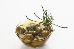 Zielone oliwki i zielony santolina Fotografia Stock