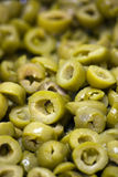 zielone oliwki pokrajać Zdjęcia Stock