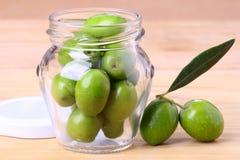 zielone słoika oliwek Obraz Royalty Free