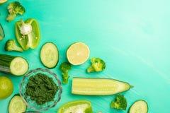 zielone warzywa Dla gotować zdrowego i zdrowotnego jedzenie Zdrowego zielonego weganinu kulinarni składniki Sztandar dla projekta obrazy royalty free