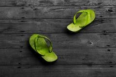 Zielonego colorfull brudni kapcie Fotografia Stock
