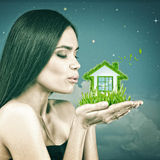 Zielonego domu i eco styl życia Zdjęcie Royalty Free