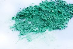 Zielonego koloru tło kreda proszek zdjęcia stock
