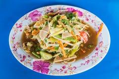 Zielonego melonowa korzenny sałatkowy Tajlandzki styl na błękitnym tle Zdjęcia Royalty Free