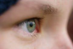 Zielonego nastoletniego dziewczyny oka zbliżenia frontowy widok plenerowy Zdjęcie Stock