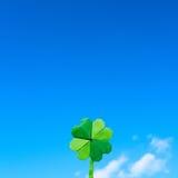 Zielonego papieru origami fałdowy shamrock Zdjęcia Stock
