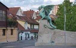 Zielonego smoka statua przy smoka mosta punktem zwrotnym Ljubljana ja Obrazy Stock