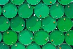 Zielonego stalowego zbiornika lub nafcianego paliwa toksyczna substancja chemiczna beczkuje Obrazy Stock
