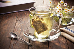 Zielonej Herbaty filiżanki torby etykietka Fotografia Stock