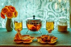 Zielonej Herbaty i koloru żółtego kwiaty Obraz Stock