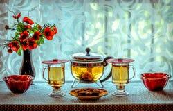 Zielonej Herbaty i koloru żółtego kwiaty Fotografia Royalty Free