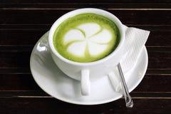 Zielonej herbaty Latte, kawowa sztuka/ obraz stock