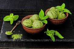 Zielonej herbaty matcha mennicy lody z kokosowym mlekiem Fotografia Royalty Free