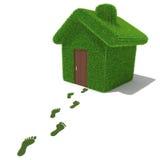 Zielonej trawy dom z trawa odciskami stopy Obraz Stock