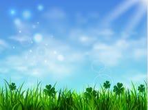 Zielonej trawy gazon z wschodem słońca na niebieskim niebie ilustracja wektor