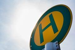 Zielony Żółty Haltestelle europejczyka znaka transportu Niemiecki autobus Obrazy Stock