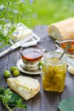 Zielony agrestowy dżem na drewnianym stole Zdjęcie Stock