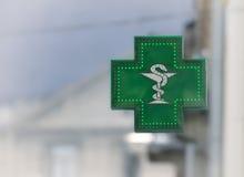 Zielony apteka znak Zdjęcie Stock