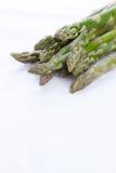Zielony asparagus na białej pielusze Zdjęcie Royalty Free